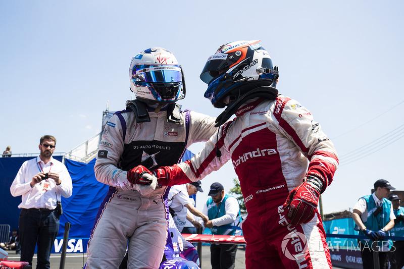 Felix Rosenqvist, Mahindra Racing, felicita a Sam Bird, DS Virgin Racing en Parc Ferme