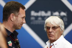 Christian Horner, Team Principal, Red Bull Racing, discute avec Bernie Ecclestone, président d'honneur Formula 1