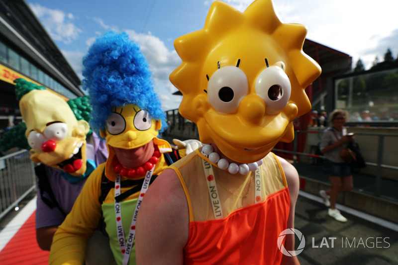 Fans dressed as The Simpsons