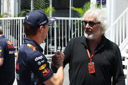 Гонщик Red Bull Racing Макс Ферстаппен и Флавио Бриаторе