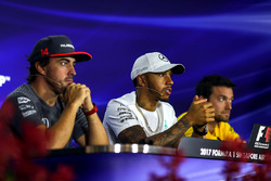 Fernando Alonso, McLaren, Lewis Hamilton, Mercedes AMG F1 and Jolyon Palmer, Renault Sport F1 Team, basın toplantısıda
