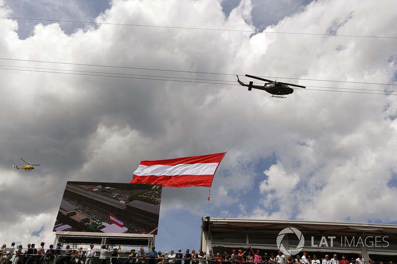 Helicopter flies giant Austrian flag over the grid