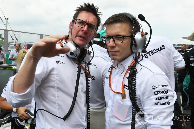 Головний інженер Mercedes AMG F1 Енді Шовлін, гоночний інженер Mercedes AMG F1 Пітер Беннінгтон