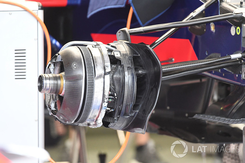 Detalle del eje delantero del Toro Rosso STR12