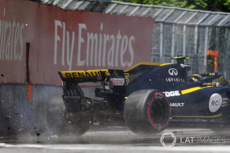 Carlos Sainz Jr., Renault Sport F1 Team R.S. 18 pega contra el muro en la PL2
