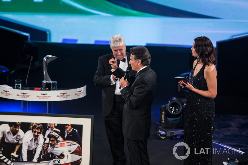 Nelson Piquet receives a lifetime achievement award from Gordon Murray, Herbie Blash and Julia Pique