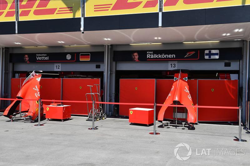Гараж Ferrari за ширмой