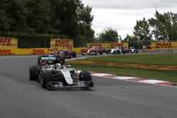 Lewis Hamilton, Mercedes-Benz F1 W07 en la arrancada