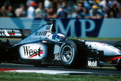 Race winner Mika Hakkinen, McLaren Mercedes MP4/13