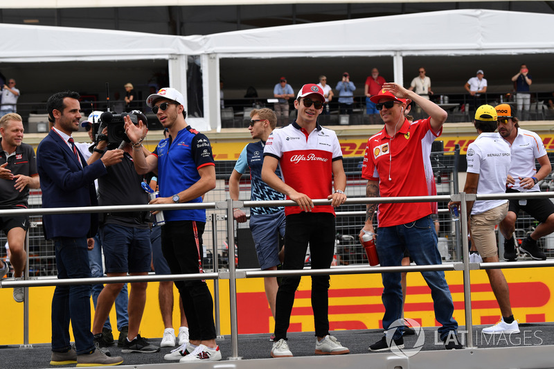 Charles Leclerc, Sauber, Kimi Raikkonen, Ferrari lors de la parade des pilotes