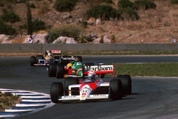 Alain Prost, McLaren MP4/4 leads Thierry Boutsen, Benetton B188 and Nigel Mansell, Williams FW12