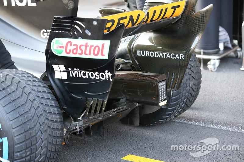 """الجناح الخلفي لسيارة رينو """"آر.اس17"""""""