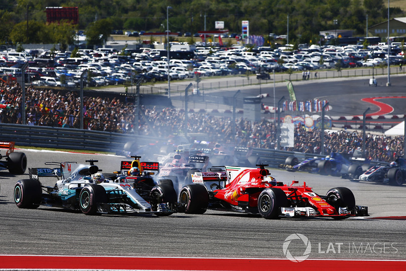 Lewis Hamilton, Mercedes AMG F1 W08, Sebastian Vettel, Ferrari SF70H, battle at the start of the race