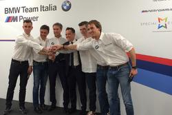 I cinque piloti della ROAL Motorsport con Roberto Ravaglia