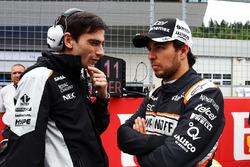 Серхио Перес, Sahara Force India F1 и Тим Райт, гоночный инженер Sahara Force India F1 Team