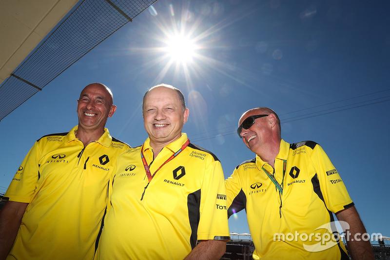 Frederic Vasseur, Renault Sport F1 Team Racing Director (centro)