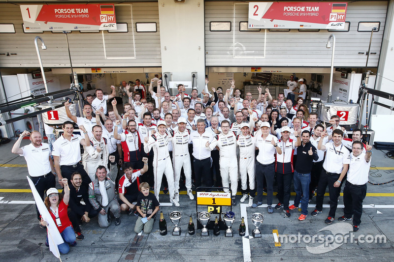 Race winners #1 Porsche Team Porsche 919 Hybrid: Timo Bernhard, Mark Webber, Brendon Hartley with th