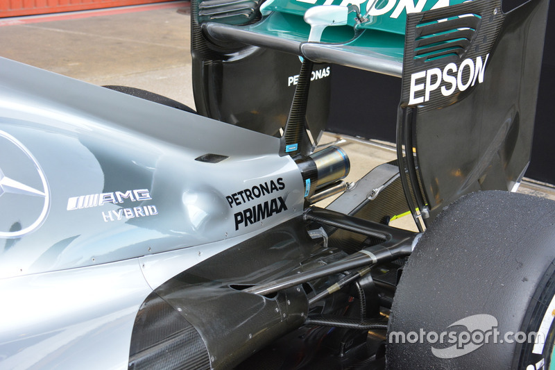 Mercedes AMG F1 W07, Exhaust