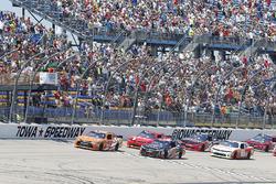 Start: Daniel Suarez, Joe Gibbs Racing Toyota and Sam Hornish Jr., Joe Gibbs Racing Toyota lead