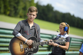 Singer Britton Buchanan, runner-up on The Voice, performed in the pre-race.