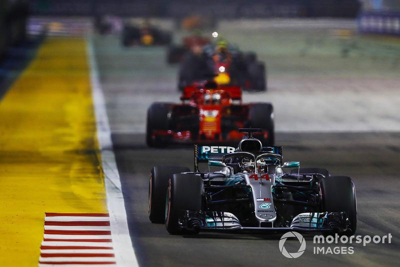 Lewis Hamilton, Mercedes AMG F1 W09 EQ Power+, Sebastian Vettel, Ferrari SF71H, Max Verstappen, Red Bull Racing RB14