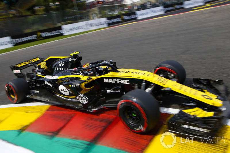 19: Carlos Sainz Jr., Renault Sport F1 Team R.S. 18, (back of grid start)