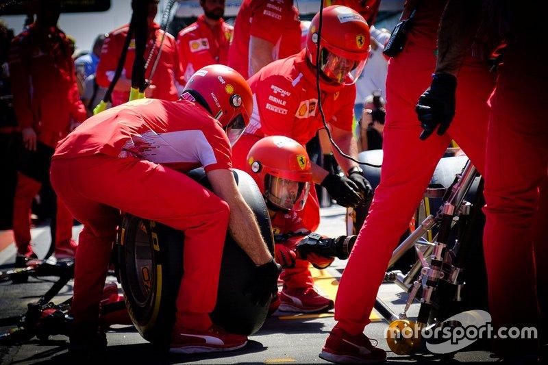 Тренировка пит-стопов Ferrari
