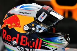 Хэштег #BillyWhizz на шлеме гонщика Red Bull Racing Даниэля Риккардо