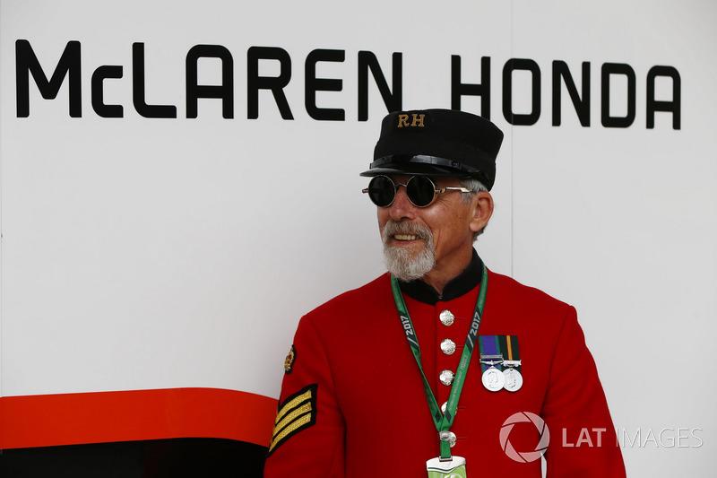 Пенсіонер Челсі у гаражі McLaren Honda