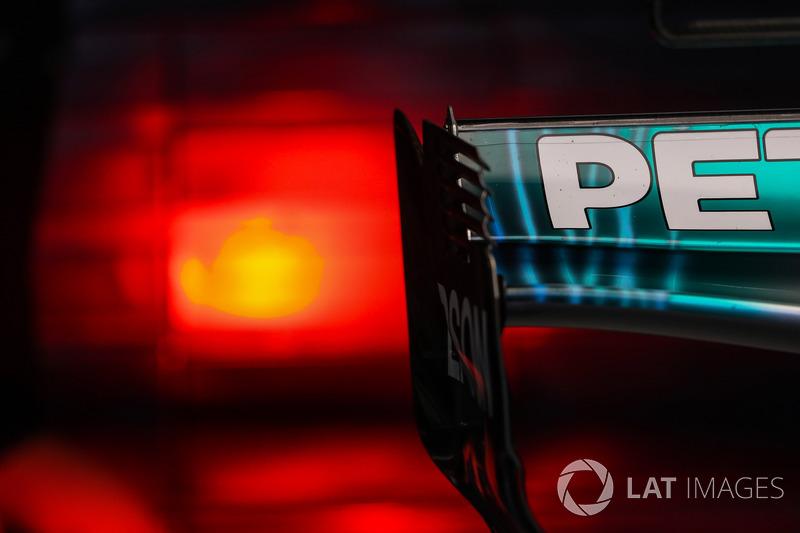 Mercedes F1 W08 : Heckflügel