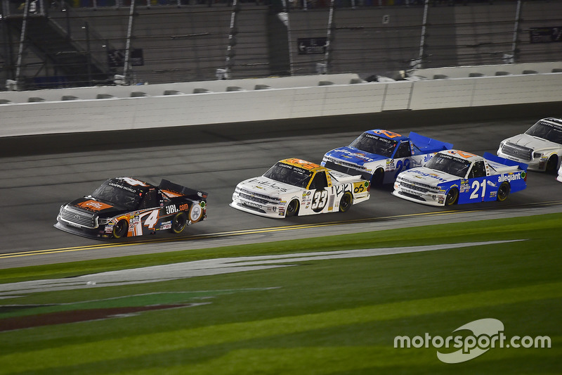 Christopher Bell, Kyle Busch Motorsports, Toyota; Kaz Grala, GMS Racing, Chevrolet; Johnny Sauter, G