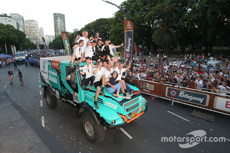 #500 Team De Rooy Iveco: Gerard de Rooy, Moises Torrallardona, Darek Rodewald at the finish