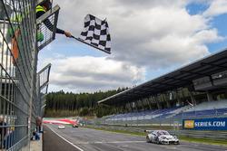 Sieg für #911 Herberth Motorsport, Porsche 991 GT3 R: Daniel Allemann, Robert Renauer, Alfred Renauer
