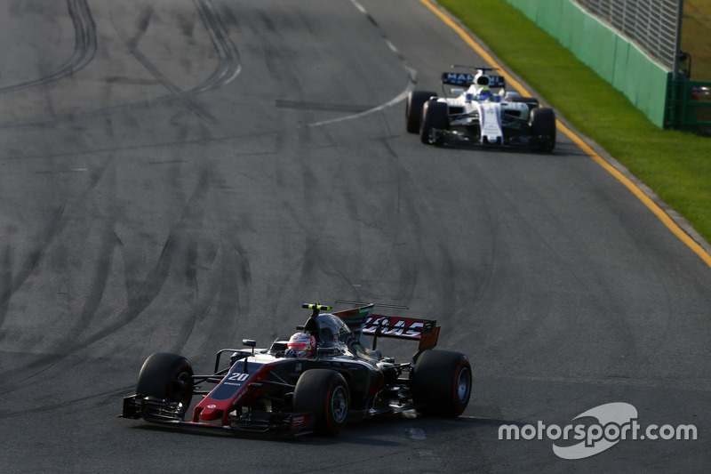 Kevin Magnussen, Haas F1 Team VF-17, Felipe Massa, Williams FW40