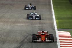 Sebastian Vettel, Ferrari SF70H, Valtteri Bottas, Mercedes F1 W08, Lewis Hamilton, Mercedes F1 W08
