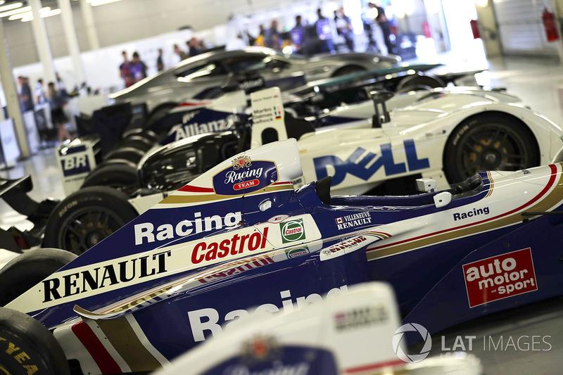 FW19 Жака Вільньова 1997 року команди Renault Sport F1