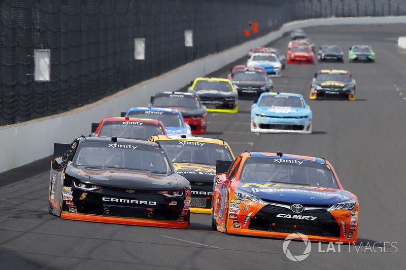 Erik Jones, Joe Gibbs Racing Toyota, Michael Annett, JR Motorsports Chevrolet