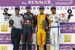 Podyum: 1. Stoffel Vandoorne, Josef Kaufmann Racing, 2. Daniil Kvyat, Koiranen GP, 3. Guilherme Silv
