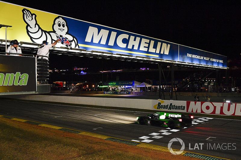 O carro #2 da Tequila Patrón ESM Nissan DPi com Scott Sharp, Ryan Dalziel e Brendon Hartley venceu a prova de 10 horas do IMSA em Petit Le Mans, no fechamento do campeonato.
