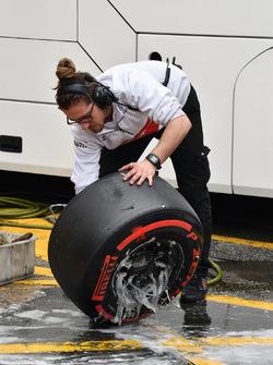 Alfa Romeo Sauber F1 Team mechanic washes Pirelli tyres