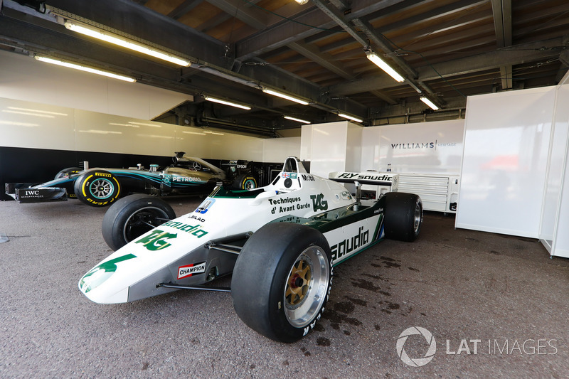 El Williams FW08 Ford Cosworth 1982 de Keke Rosberg y el Mercedes W07 2016 de Nico Rosberg