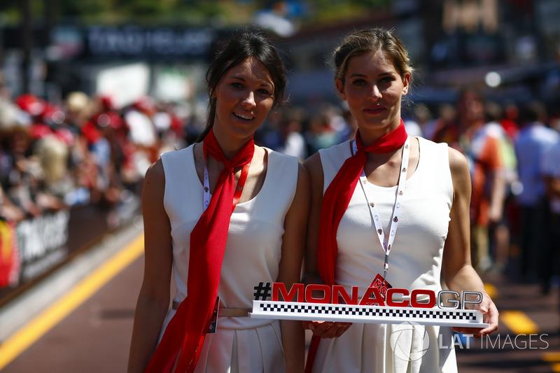 Jeunes femmes servant à la promotion du Grand Prix de Monaco