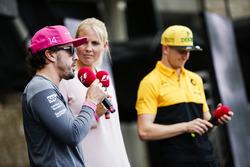 Fernando Alonso, McLaren, Nico Hulkenberg, Renault Sport F1 Team, sul palco