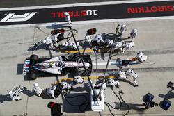 Sergey Sirotkin, Williams FW41 Mercedes, pit stop