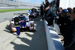 Phil Hanson, United Autosports gets back to the pits