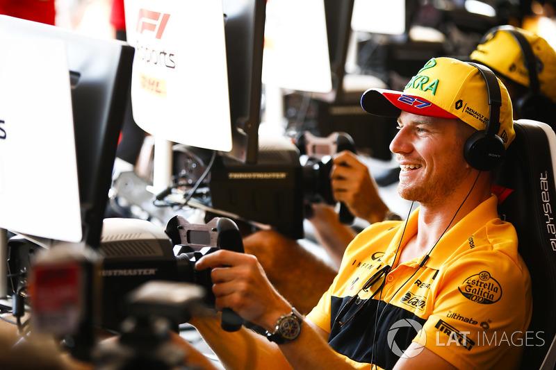 Nico Hulkenberg, Renault Sport F1 Team, prueba el F1 eSports