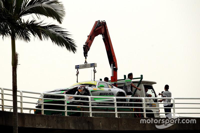 Разбитый автомобиль Mercedes AMG GT3 Даниэля Хункадельи, Mercedes-AMG Team Driving Academy