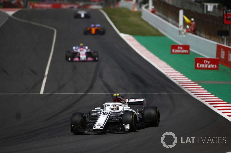 Charles Leclerc, Sauber C37, Esteban Ocon, Force India VJM11