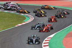 Lewis Hamilton, Mercedes AMG F1 W09, Sebastian Vettel, Ferrari SF71H, Valtteri Bottas, Mercedes AMG F1 W09, Kimi Raikkonen, Ferrari SF71H, Max Verstappen, Red Bull Racing RB14, Daniel Ricciardo, Red Bull Racing RB14, on the opening lap