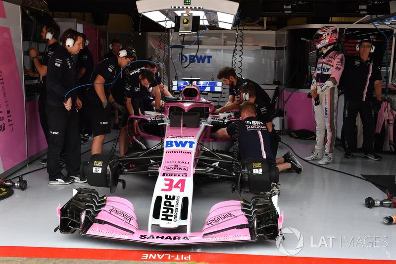Nicholas Latifi, Force India VJM11 in the garage